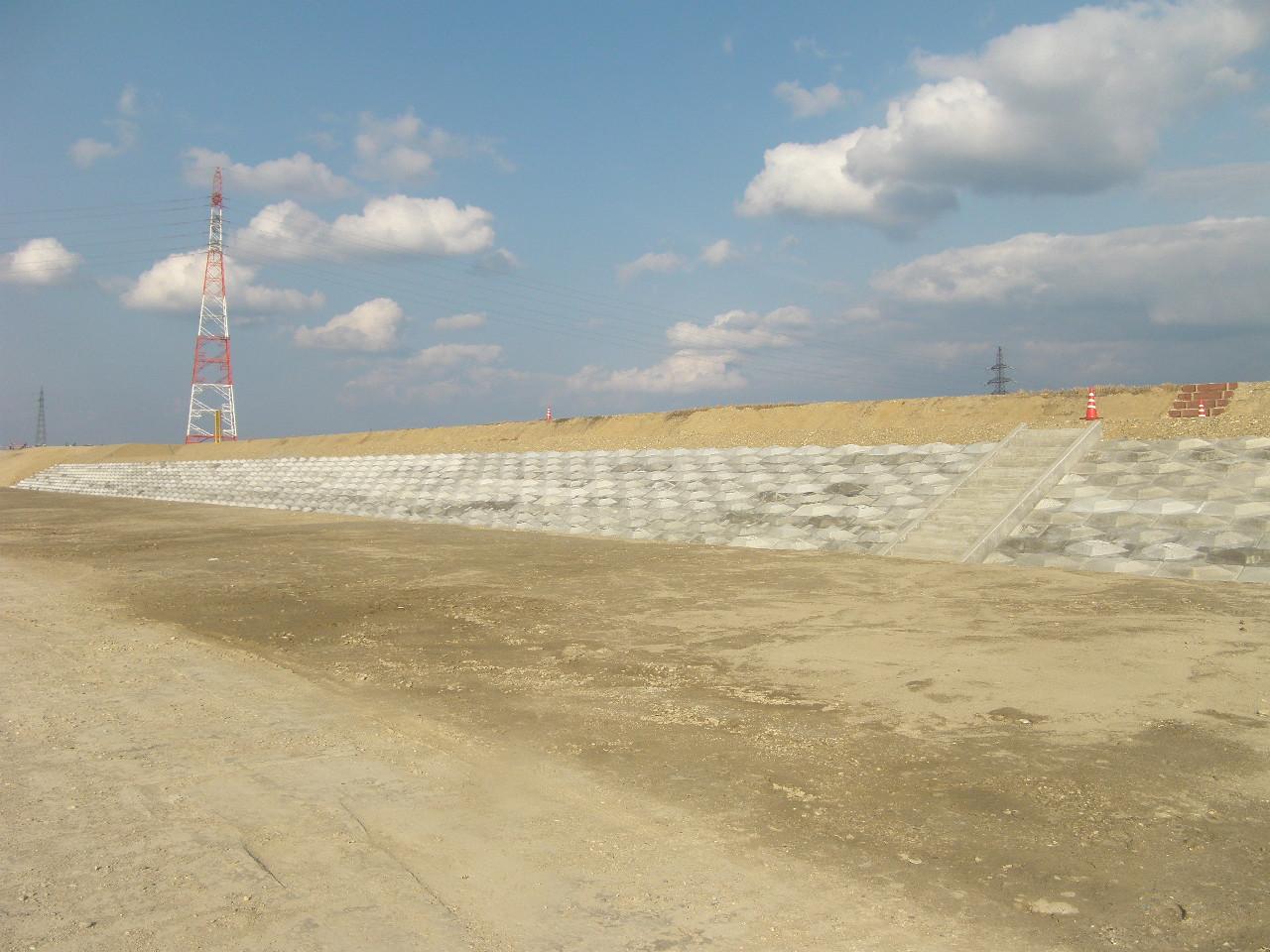 岡部 宮袋築堤護岸工事